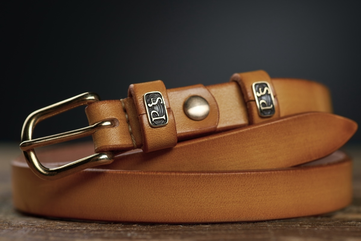 An exquisite 20mm belt with a brass buckle bright mustard