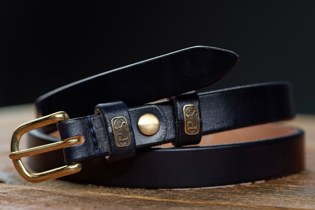 An exquisite 20mm belt with a brass buckle midnight blue