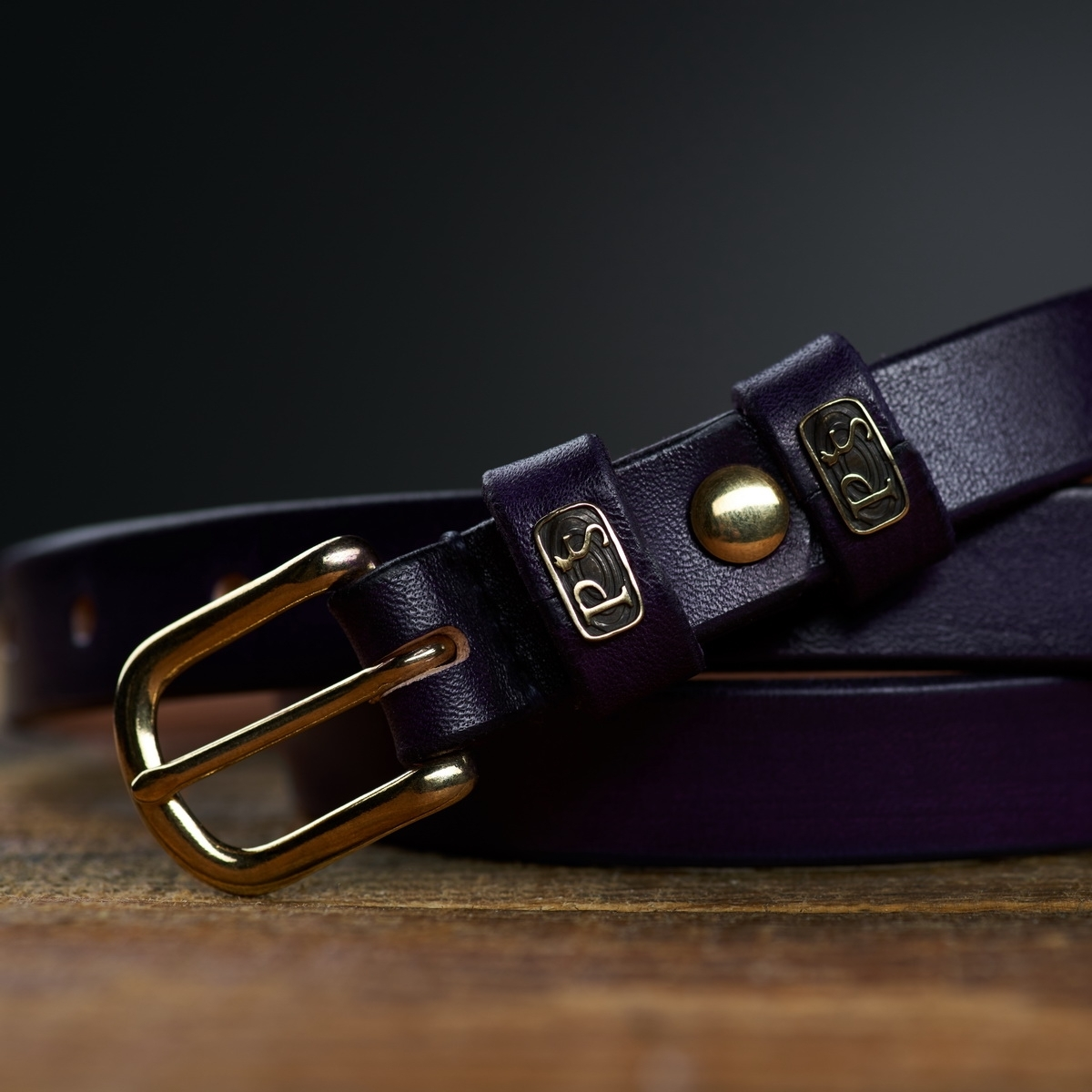 An exquisite 20mm belt with a brass buckle violet ink