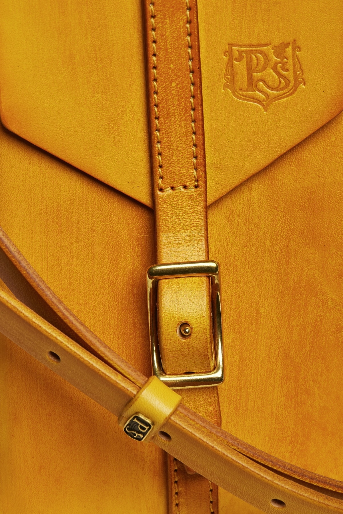 Travel case FIJI bright mustard