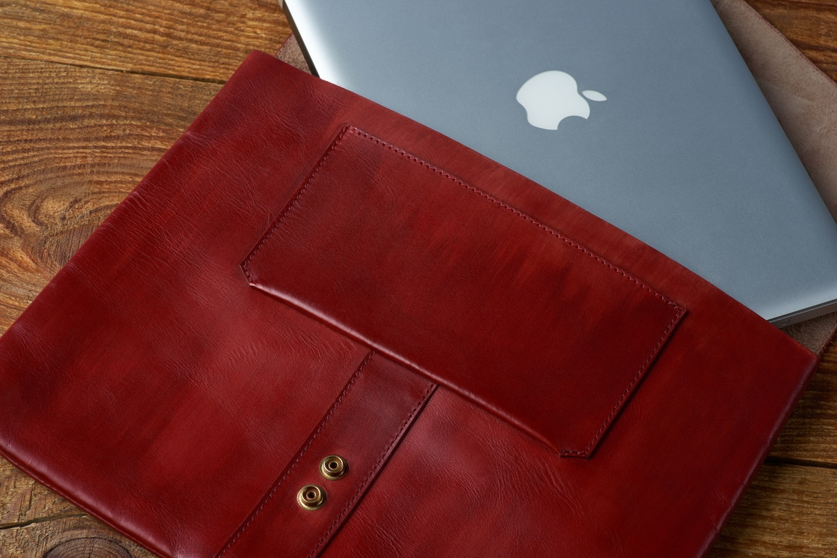 деловая папка для документов soho / чехол для macbook 13'' красная смородина