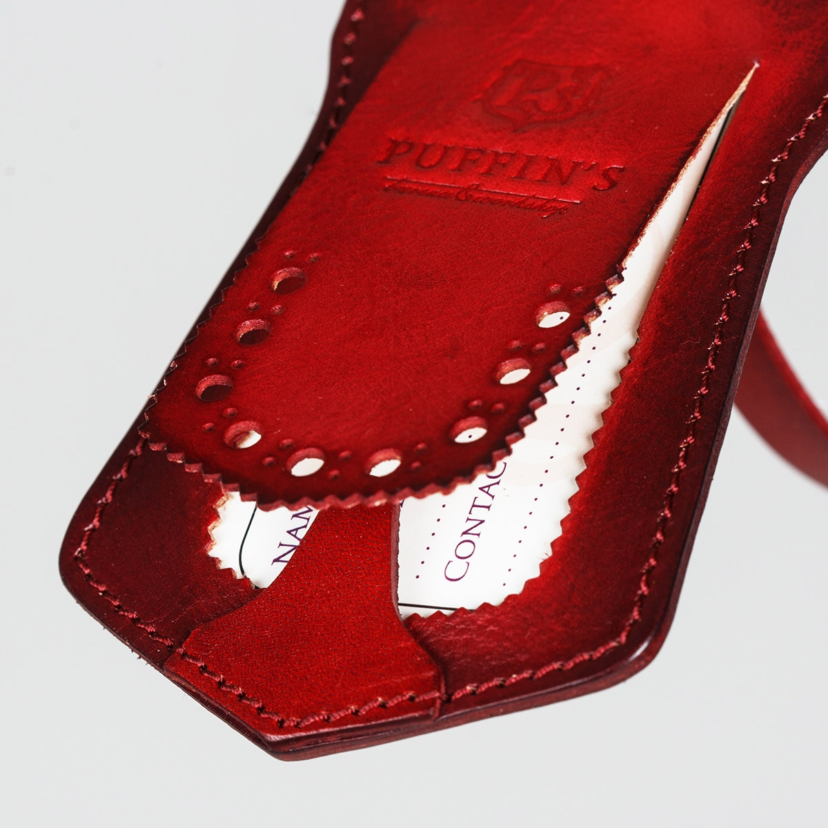 Luggage tag TAVARUA personalized with patina red currant